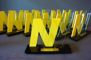 award geel plexiglas