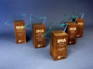 award ster transparant acrylaat en gouden letters