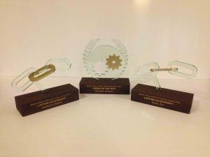 award hout en perspex